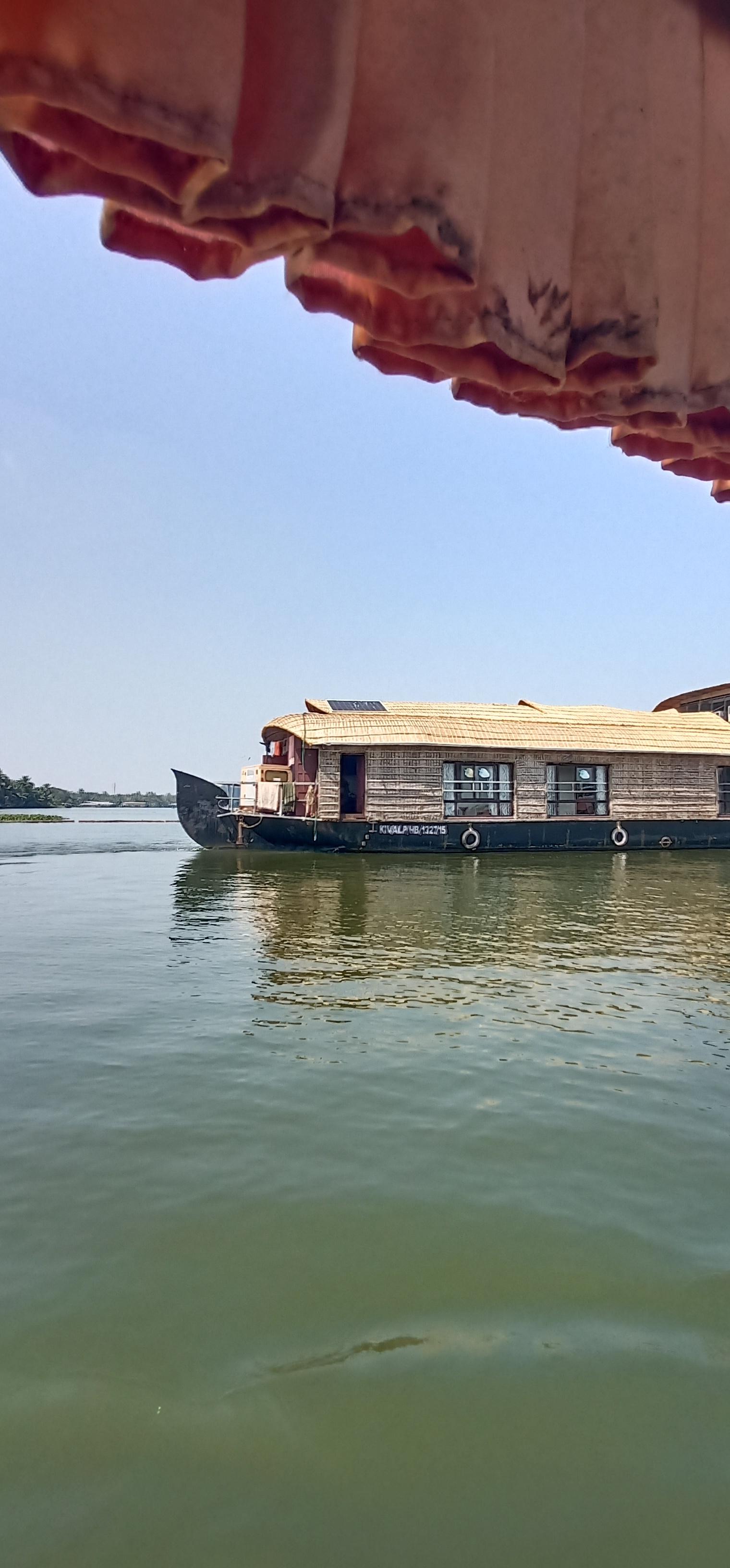 Alleppy_Backwaters_Kerala_houseboat