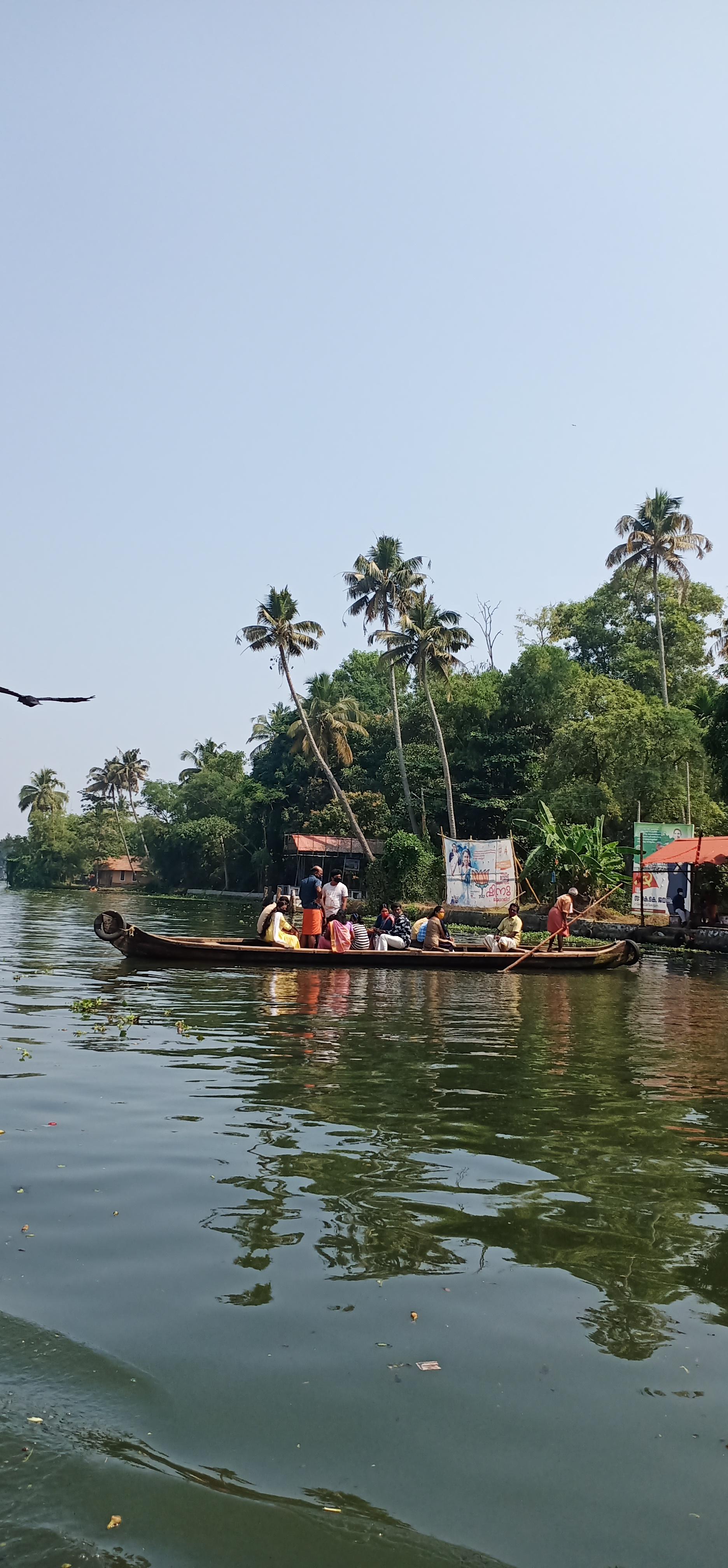 Alleppy_Backwaters_Kerala_people_on_boat